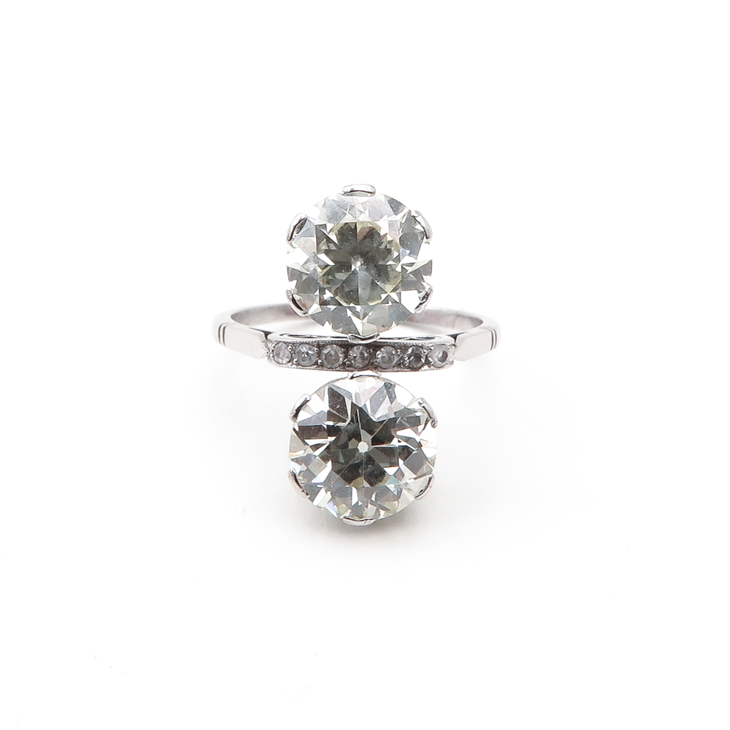 An Exceptional Ladies Diamond Ring Approx. 5 Carats