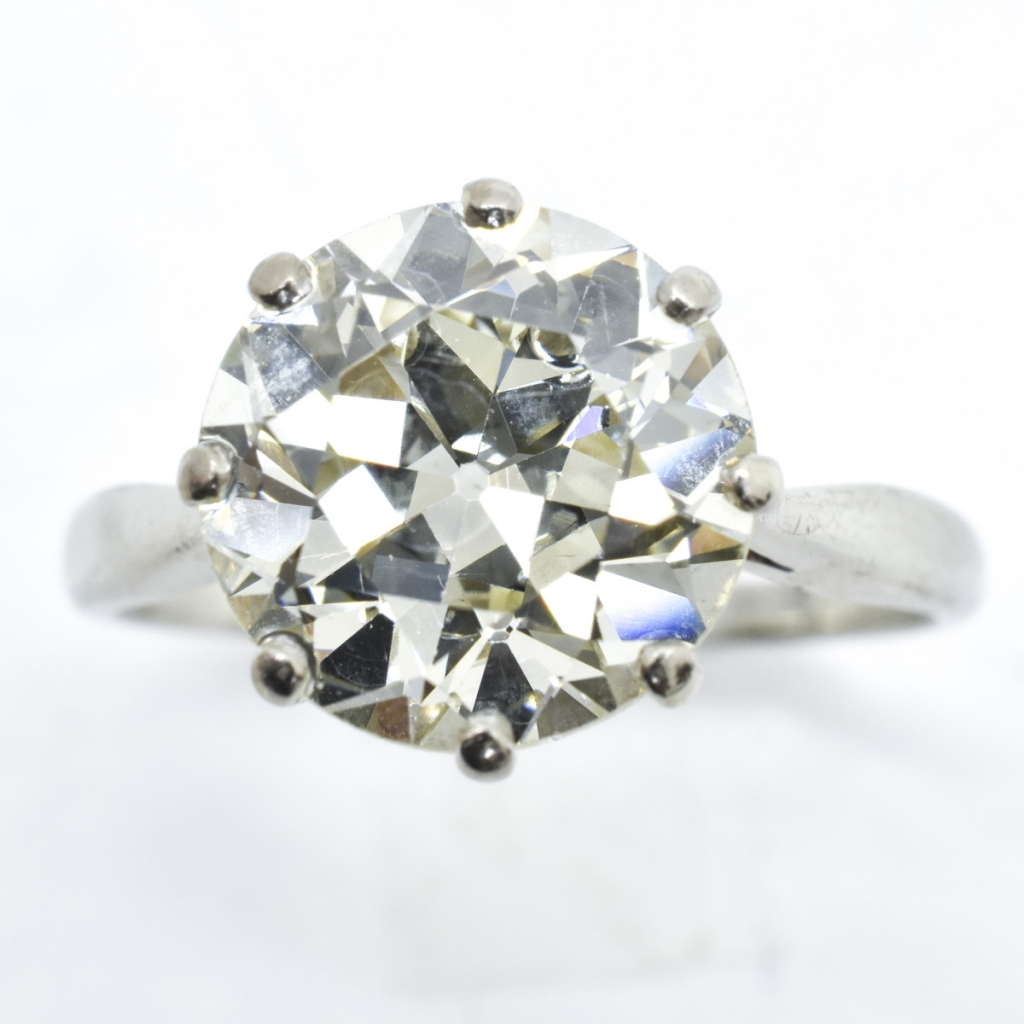 IGI Certified Approx. 4.20 Ct. VS2 Diamond Ring
